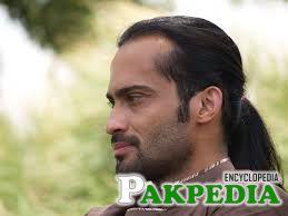 waqar zaka in long Hair