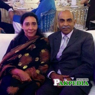 Safdar Ali some where ina wedding with her wife Naheed Khan
