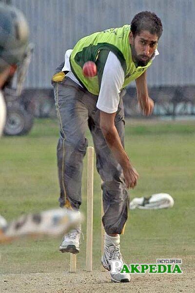 Shabbir Ahmed bowling