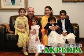 Malik Riaz with his son and wife
