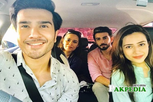 Mehreen with the cast of Khaani