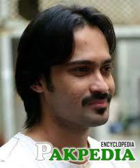 waqar zaka IN NEW Hair style