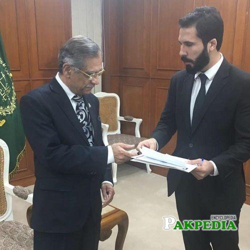 Hassan Niazi with Saqib Nisar