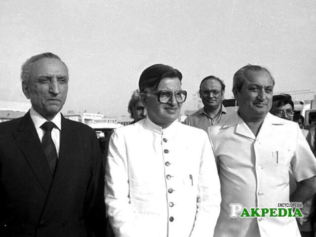 Sahabzada Yaqub Khan standing on left saide