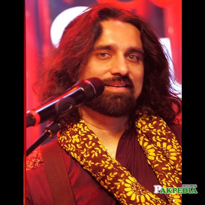 Ali noor while performing in cokestudio
