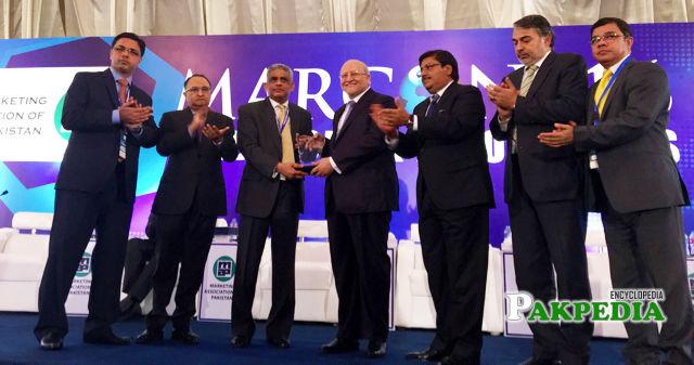 HD receiving award