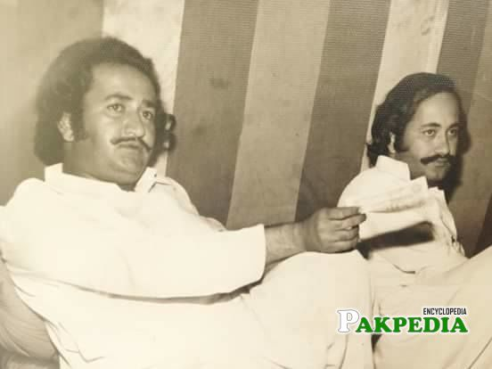 an old pic of Sardar with his younger Brother