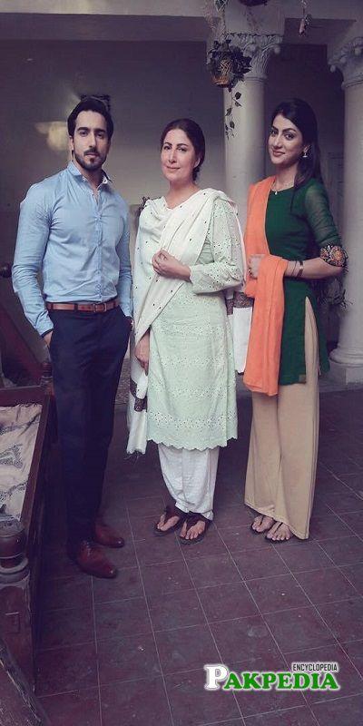 Faraz Farooqi on sets with his costars