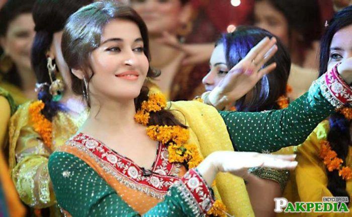 Shaista in dancing pose