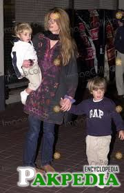 Jemima went to england with her sons after divorce