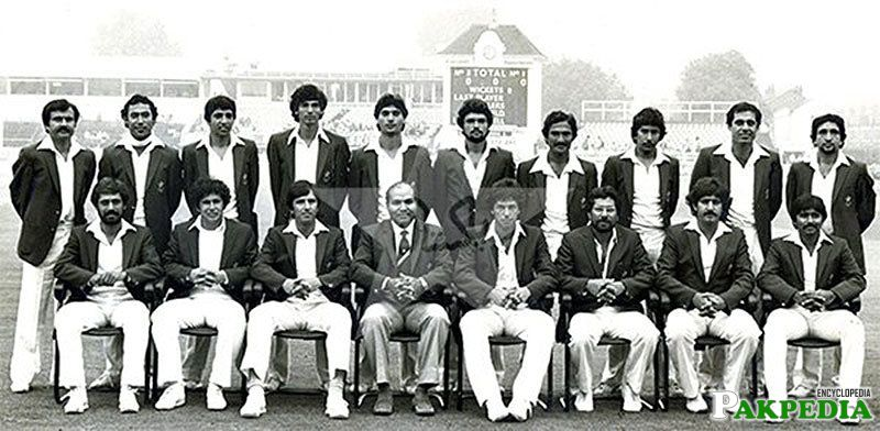 Asif Masood With His Team