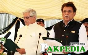 Farooq Haider Khan taking Oath