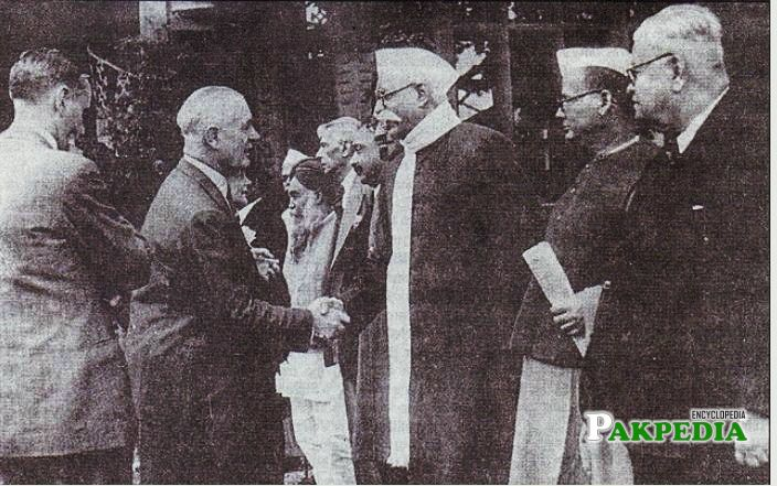 Lord Wavell greeting indian members