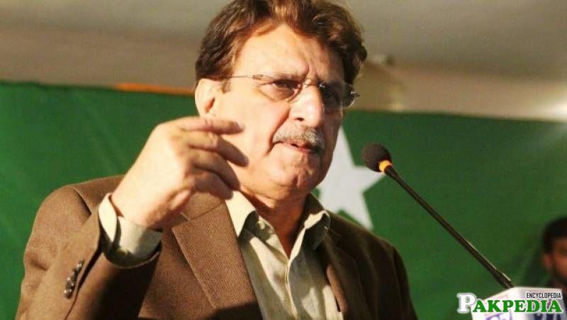 Farooq Haider Khan in Jalsa