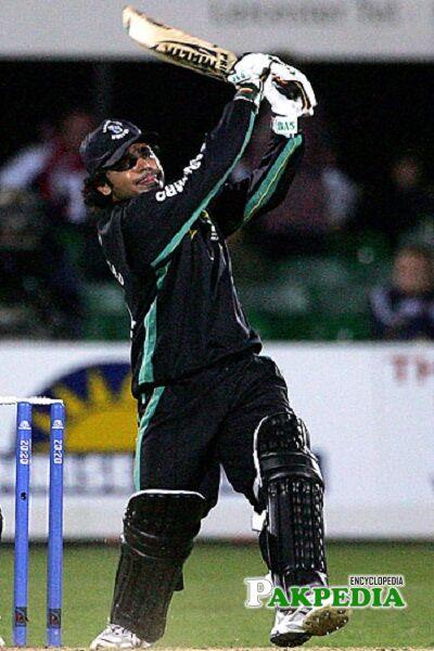 Naved Latif cricketer