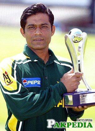 Rashid Latif in Green Shirt