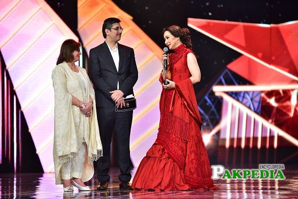 Zeba while receiving her award