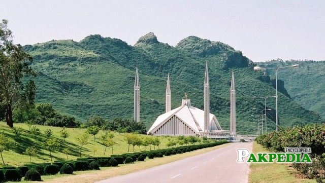 The phenomenal Faisal Mosque is the starting point of Margalla