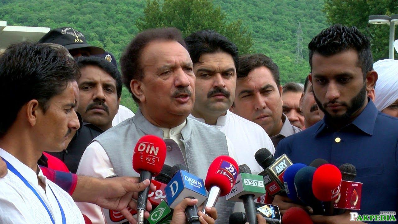 Rehman Malik Infront of Media