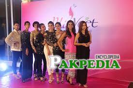 Contestants of Miss Veet