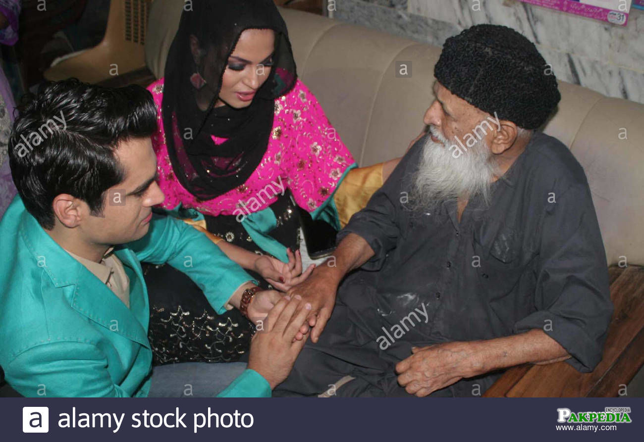 Veena malik along with her husband visited Abdul sattar edhi