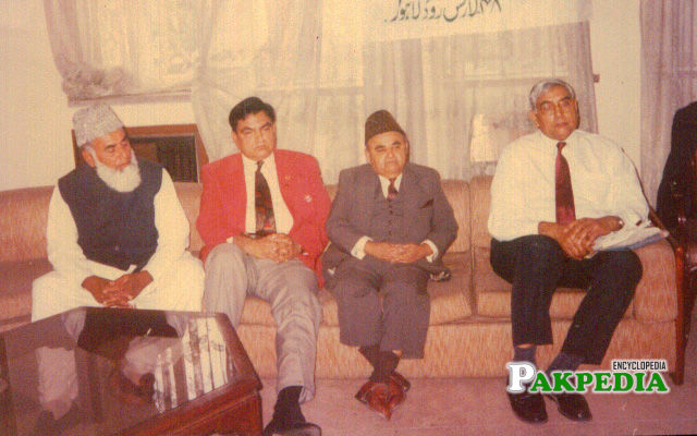 Dr. M. A. Soofi sitting with Justice (r) Nasim Hassan Shah Chief Justice of Pakistan