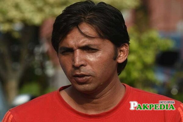 Mohammad Asif bowling