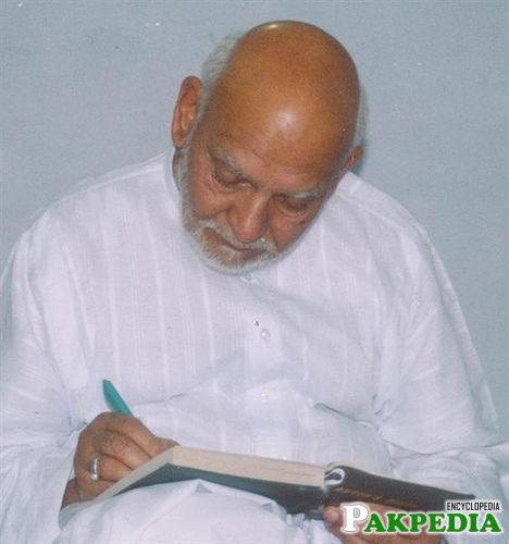 Khwaja Shamsuddin Azeemi is write somethink