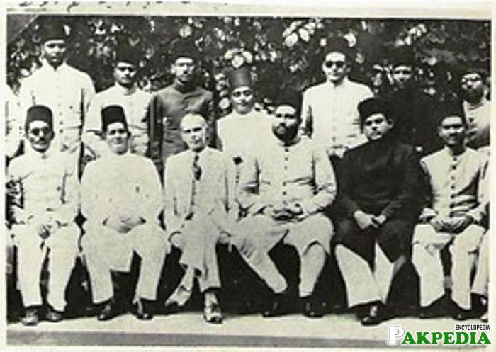 Bahadur Yar Jung Sitting with Quid E Azam