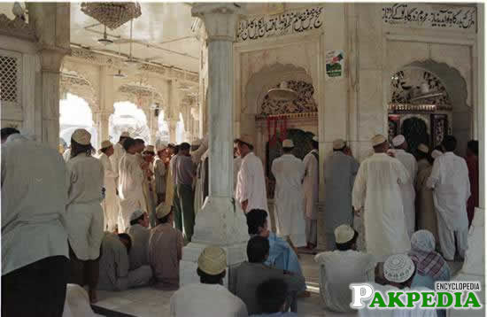 Data Darbar inside the shrine