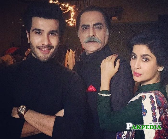 Feroze Khan with the cast of Khaani