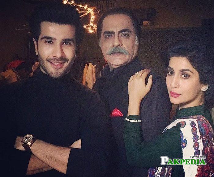 Feroze Khan with the cast of Khaani