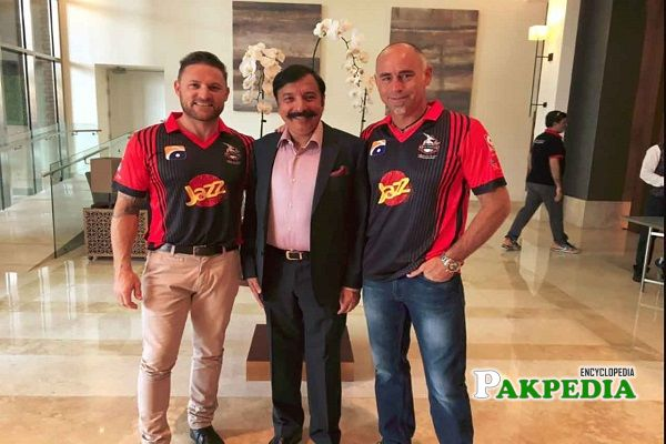 Fawad Rana with the players