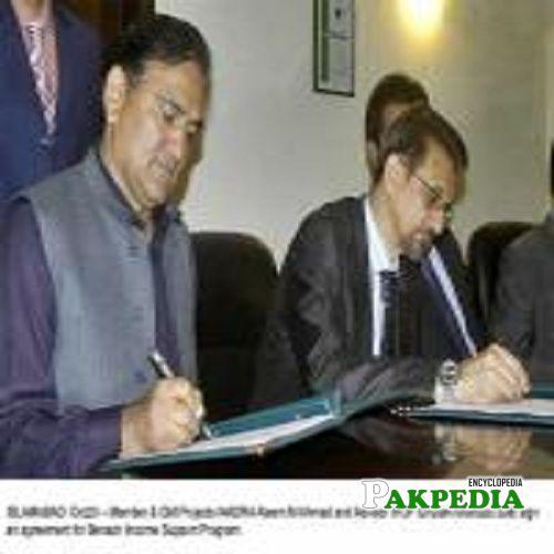 ghulam farooq awan signing a contract