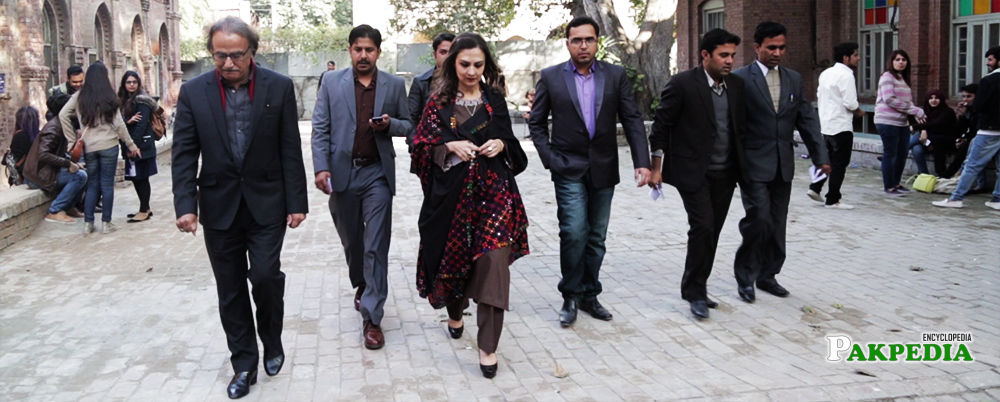 Marvi Memon in a university for giving lecture