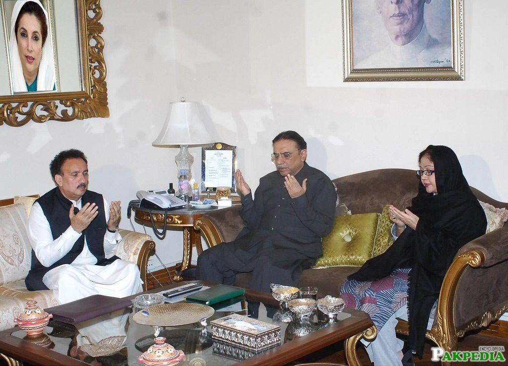 Rehman Malik, Former President Asif Ali Zardari and MNA Faryal Talpur Together While Prayer