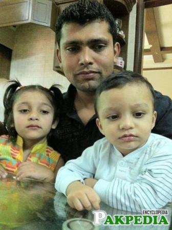 Kamran Akmal with his kids