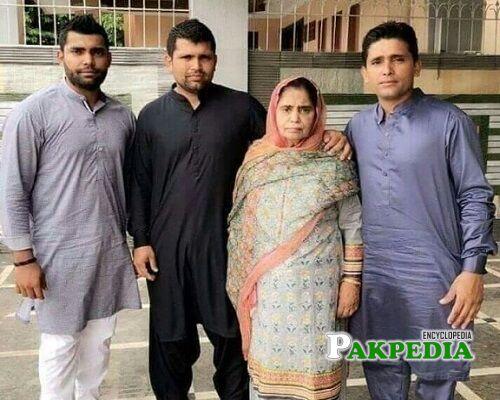 Adnan Akmal Family