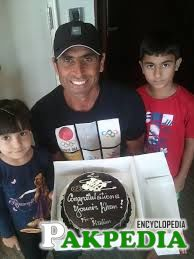 Younus Khan Received Cake From Family