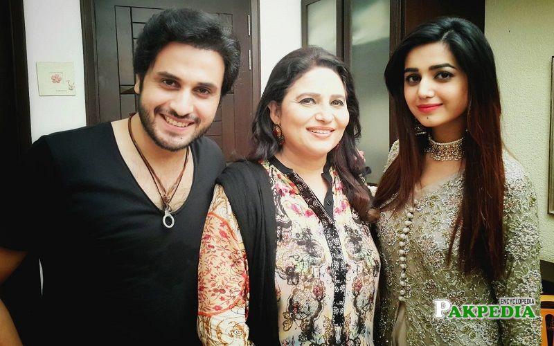 Arsalan with the cast of 'Tishnagi dil ki'