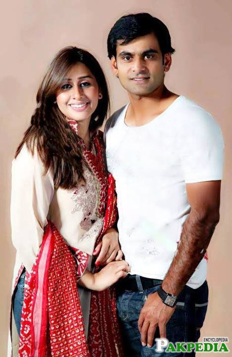 Mohammad Hafeez with his Wife