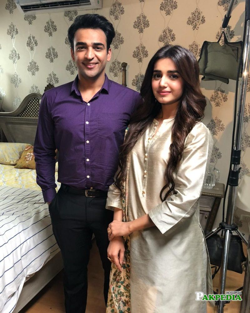 Agha Hassan with Anum on sets of Band Khirkian