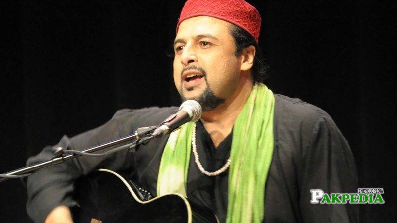 Salman Ahmad sing a song