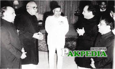 Nawaz Sharif with Ghulam Ishaq Khan