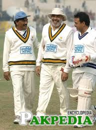 Mansoor Akhtar with Legends
