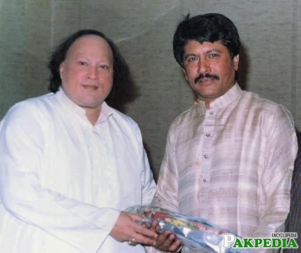 Attaullah Khan Esakhelvi with Nusrat