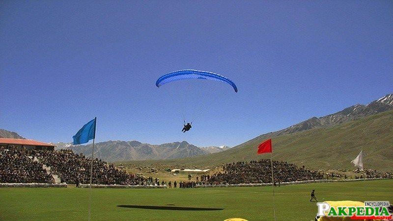Shandur Pas Gliding