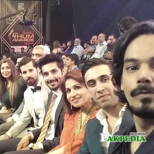Naeem Haque at Hum awards with his fellow actors