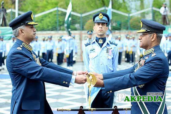 Mujahid Anwar Khan assumes PAF command