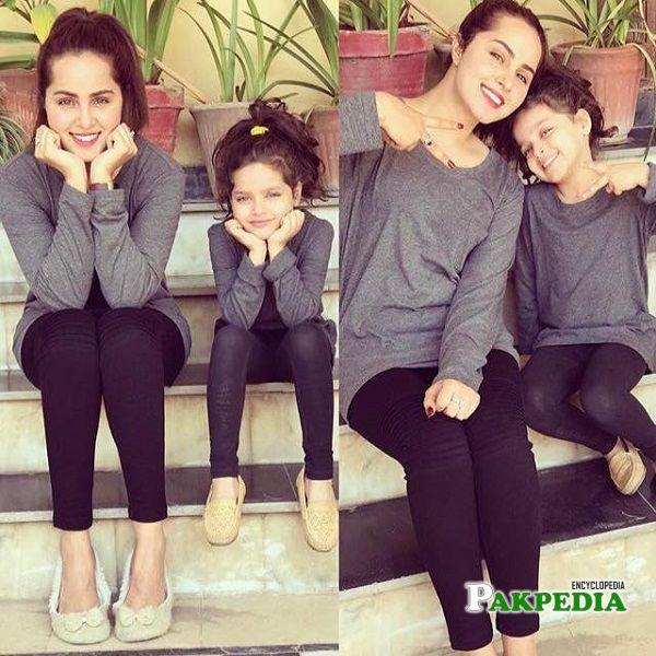 Nimra Khan with her sister Bakhtawar